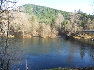 Blue River cabin photo - Quartz Creek Boat Landing on Mckenzie River 2 Miles from Cabin