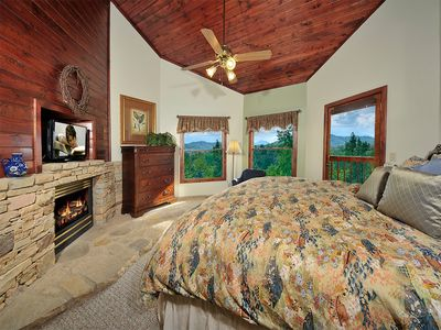 3d floor Master/ K. bed, duvet/feather pillows,private deck,& bath. gas fire pl.