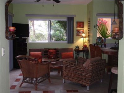 Living area with flat screen tv, all cable channels, AC, internet, more.
