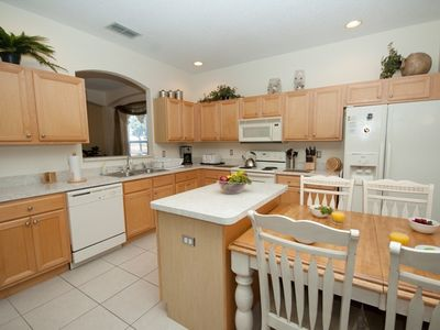 Emerald Island villa rental - Kitchen and breakfast area