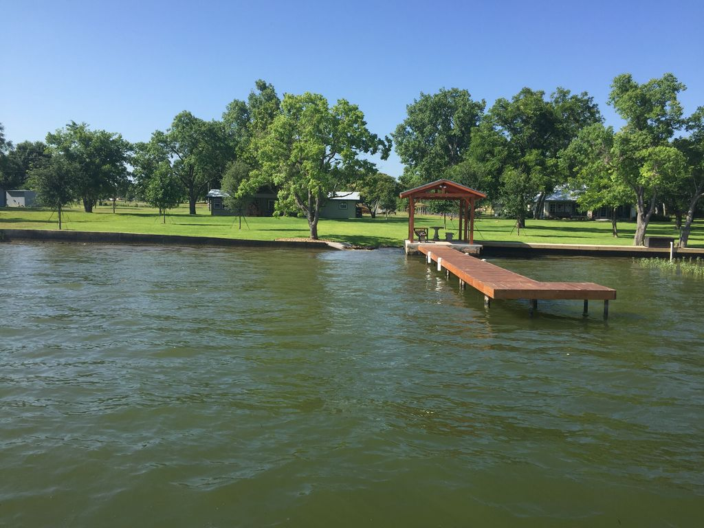 New hill country lake cabin on constant vrbo for Center hill lake fishing report