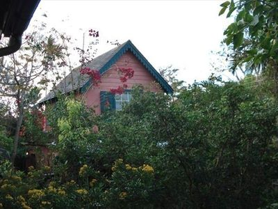 Charming Self Contained Cottage in Quiet Residential Area,