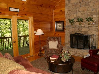 Elegant 2BR Log Cabin W Charming Country Interior D Cor Great