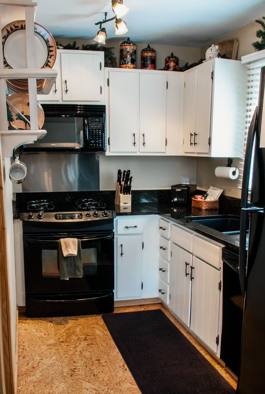 Fully equipped kitchen. Granite, gas stove, dishwasher, ice maker.