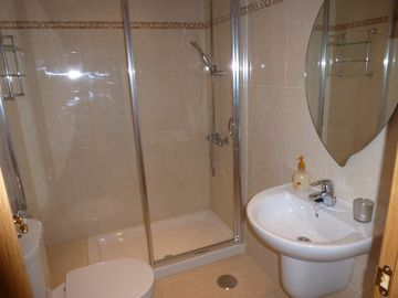 Shower room to twin bedroom