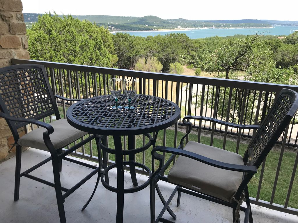 Hill Country Oasis – Unobstructed, Serene and Private view of Lake Travis