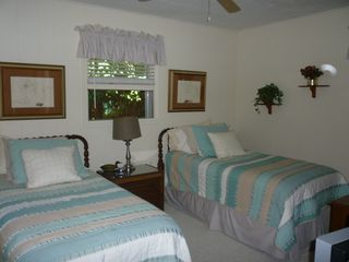 Lake Toxaway cottage photo - Guest BR 2 main level twin beds flat screen TV