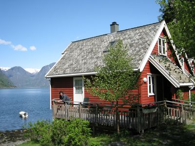 Cottages on the waters edge a 5min walk from Flåm station. Boat with motor incl.