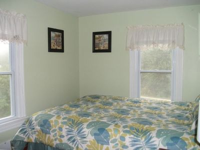 Green Bedroom, queen size bed