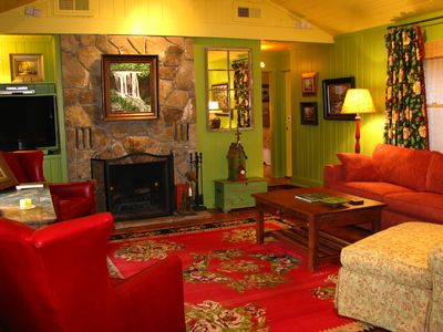 Highlands cottage rental - Colorful and Spacious Living Room
