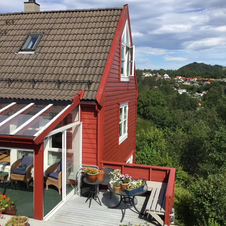 a comfortable apartment in a lovely village near Bergen. There is a great view.