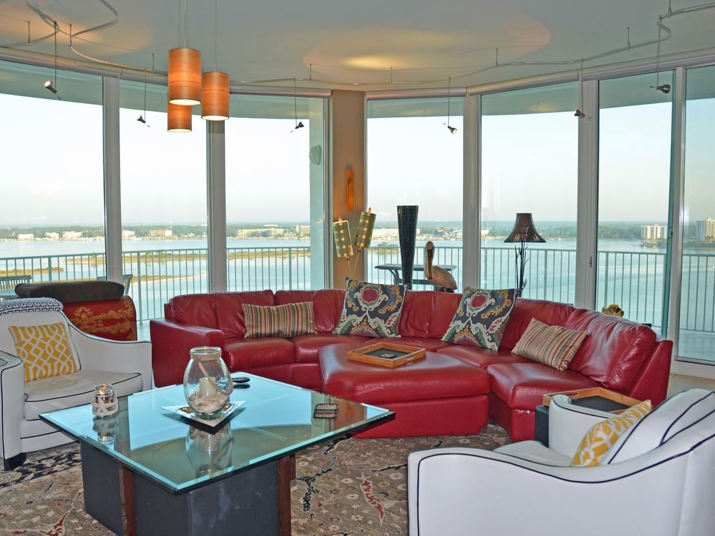 beautiful luxurious 3 bedroom 3 1 2 bath w media room bay front