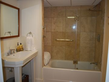 Entry Level Suite Bath