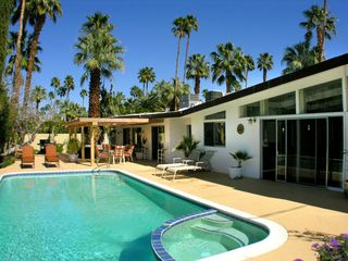 Palm Springs house photo - Butterfly roofline behind the pool and spa