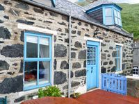 GUILLEMOTS, pet friendly, with a garden in Gardenstown, Ref 24572