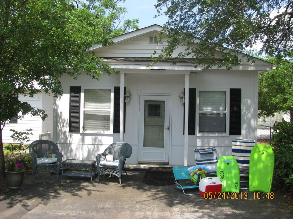 Beaufort holiday cottage pet friendly shell cottage in beaufort for Four bedroom mobile homes for rent in beaufort