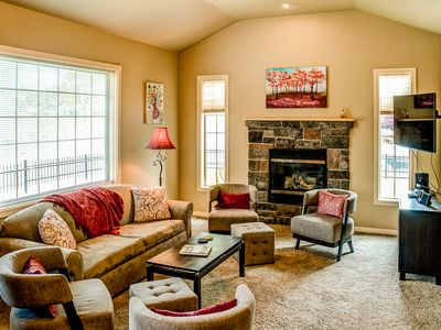 Walla Walla Valley house rental - Living room with gas fireplace & large flat screen TV, complimetary Netflix