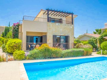 Villa Fortuna: Large Private Pool, Walk to Beach, Sea Views, A/C, WiFi, Car Not Required
