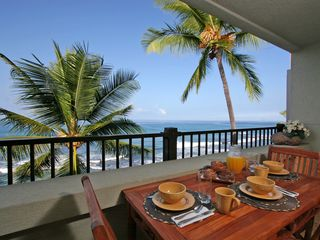 Kailua Kona condo photo - Recharge Your Batteries With Breakfast on The Lanai