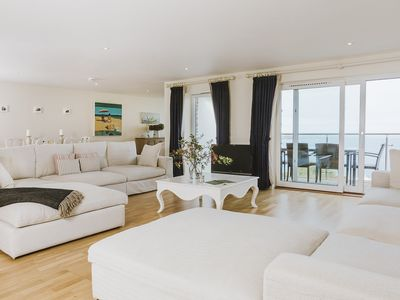 Spacious 5* luxury 2 bed Penthouse, balcony, fantastic sea iews, private parkin