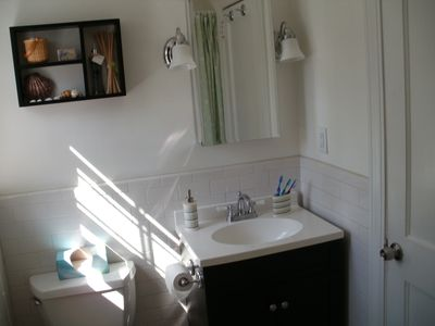 Very clean tiled bathroom with shower/tub