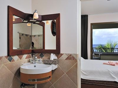 Bonaire apartment rental - The bathroom with Villeroy & Boch and Philip Starck