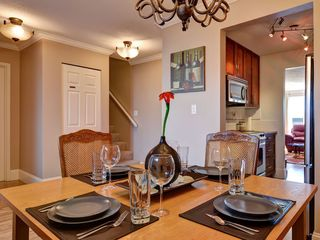 Victoria townhome photo - Separate dining room