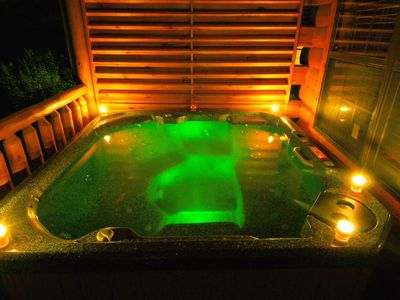 DELUX HOT TUB/JETS & WATER CHANGES COLORS/WTRFALLS. VERY PRIVATE.