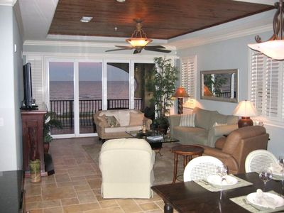 "Spacious Great Room overlooking Atlantic Ocean with 42"" HDTV & 10' ceiling."