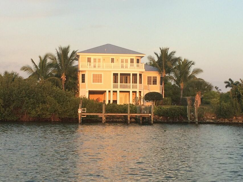 Immaculate single family home angler club vrbo for Immaculate family home