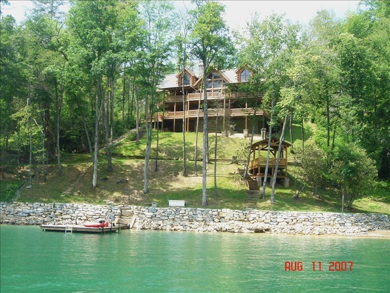Impeccable 5 800 sq ft lakefront log home vrbo for The cabins at nantahala