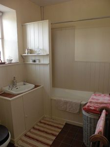 County Clare house rental - bathroom with electric shower