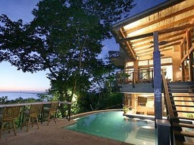 Manuel Antonio house rental - Ocean view and pool with swim up bar