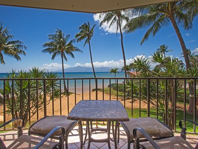 Ocean front lanai seating for sunsets and the ease of a perfect Maui day
