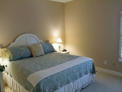 3rd bedroom w/ queen bed