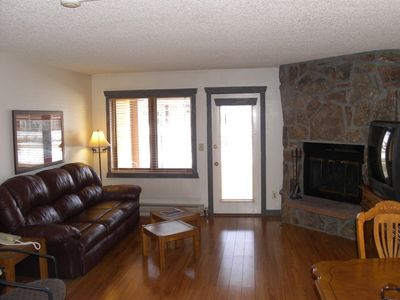 Spacious Studio with a Fireplace and Cable Television