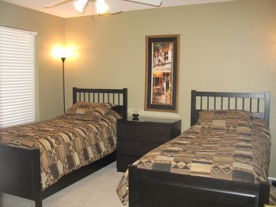 Large bedroom wth twin beds (can be converted to king-size).