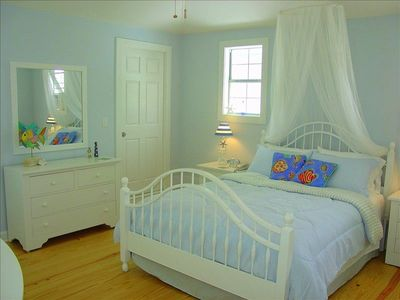 PRIVATE Guest Apt. Romantic Queen Loft Bedroom--Sleeps 2 !