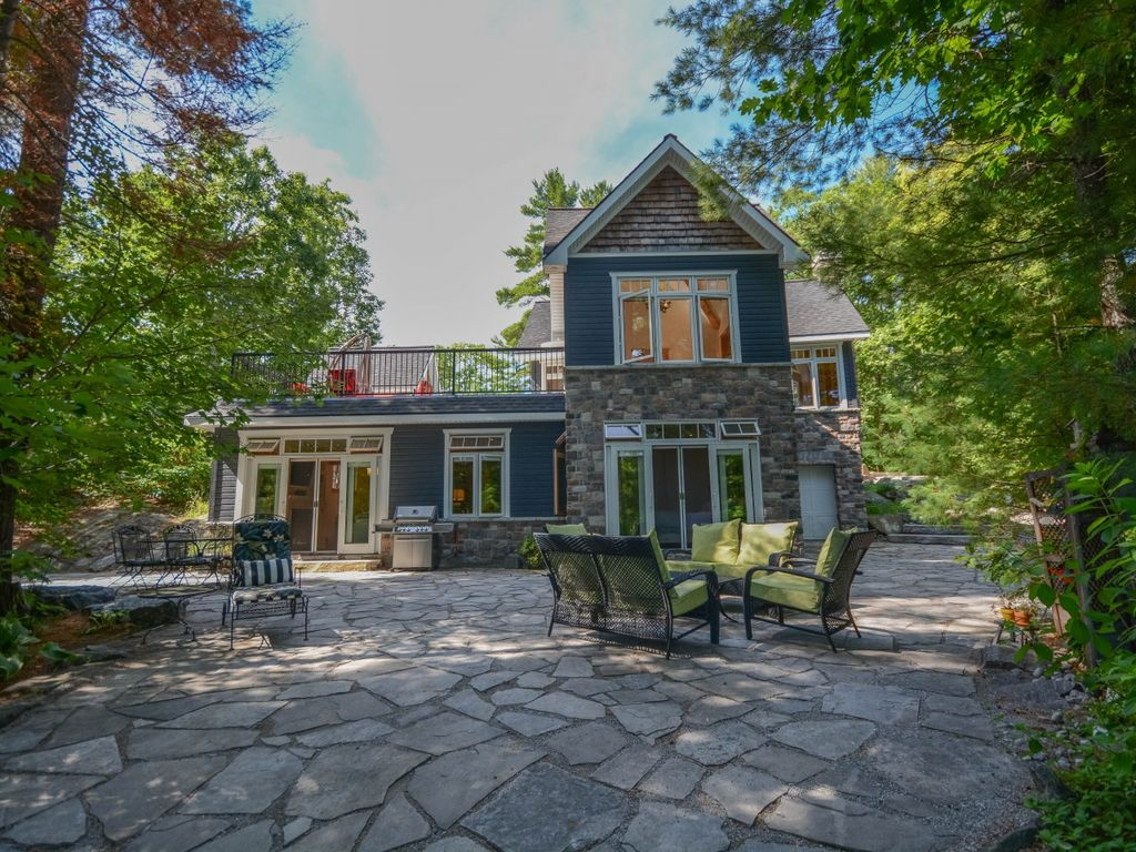 Beautiful modern waterfront muskoka cottage vrbo for Waterfront cottage
