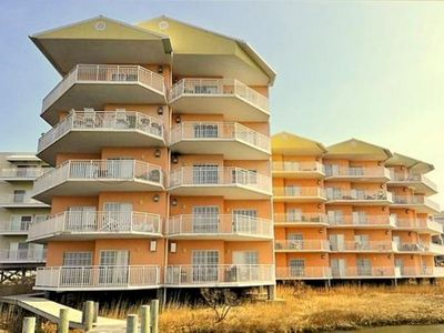 Sunset Bay II 512 ~  Lovely 2 br / 2 ba / accommodates 8 has outdoor pool, very easy walk to beach and area restaurants/ night life. RA128618