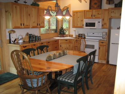 Inviting 3 bed, 1 bath furnished cabin with beautiful mountain views, sleeps 9.