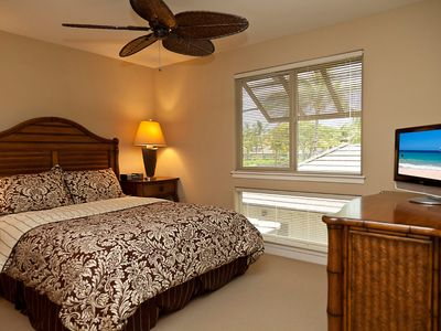 Mauna Lani townhome rental - Second Floor Guest Bedroom w/Queen Pillow Top Bed