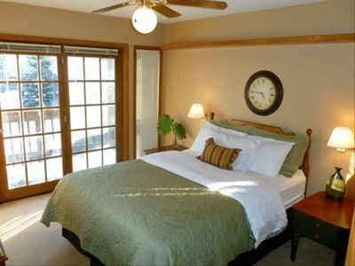 2nd floor bedroom w/ Queen Bed w/ private balcony w/ mountain views.
