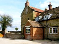 SEAVES COTTAGE, family friendly, with a garden in Brandsby, Ref 2883