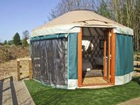 THE LAKESIDE YURT, pet friendly, with pool in Beckford, Ref 6017