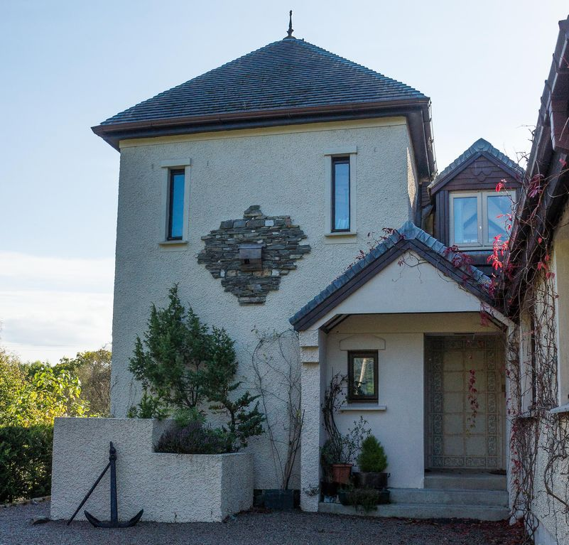 Cosy, comfortable and pet friendly 'upside down' house sleeping 2 with views
