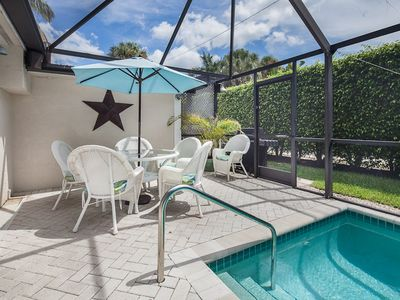 Old Naples house rental - Outside Dinning by Pool - weber gas grill
