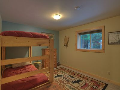 Snoqualmie Pass cabin rental - Lower floor bedroom