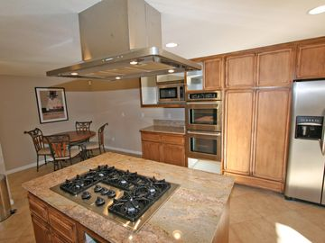 Island cooktop and breakfast area.