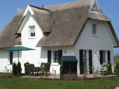 Cozy thatched cottage, near the beach, beautiful location in the resort Glowe, 5 *****